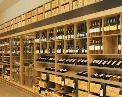Présentoir vin en grande surface